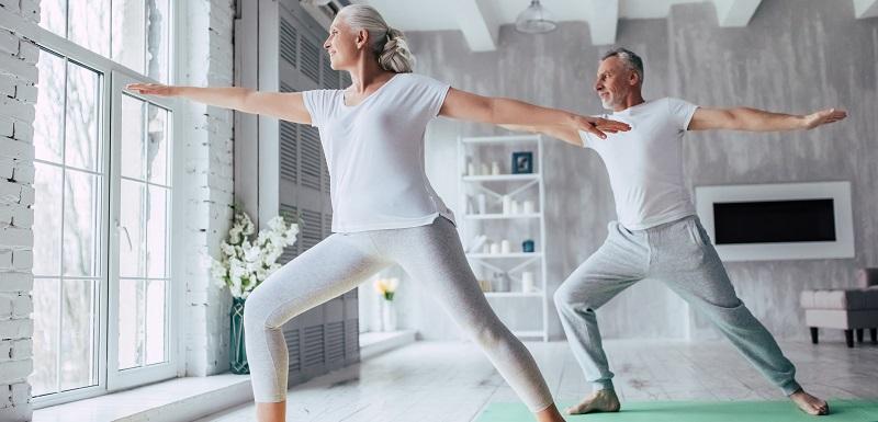 Ostéoporose: quelles sont les postures de Yoga à éviter?